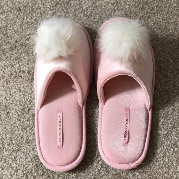 14a0d286ff Victoria s Secret Pom Pom slippers. M 5c3fc5ce12cd4ae96f7533a7